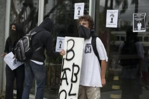 tn_600_430_protesto_copa_1_-_Henry_Milleo_(14)