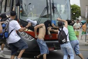 tn_600_430_protesto_copa_curitiba_foto_04
