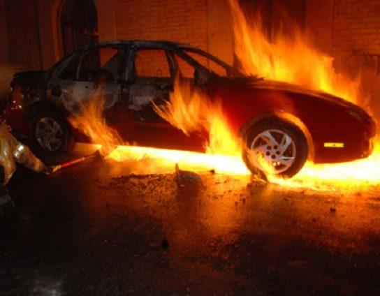 9-carros-incendiados-e1471918549680