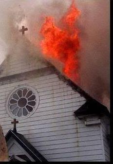 igreja-queimando
