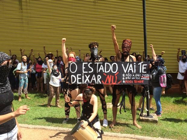 protesto-nu-18nov2016ufg
